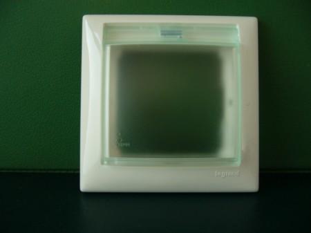 Valena keret IP44 vízmentes, csapfedeles (774450 vagy krém:774350)